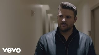 "Chris Young – ""I'm Comin' Over"" with Lyrics"