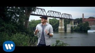 "Cole Swindell – ""Middle Of A Memory"" with Lyrics"