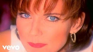 "Martina McBride – ""My Baby Loves Me"" with Lyrics"