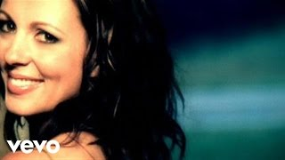 "Sara Evans – ""Suds In The Bucket"" with Lyrics"